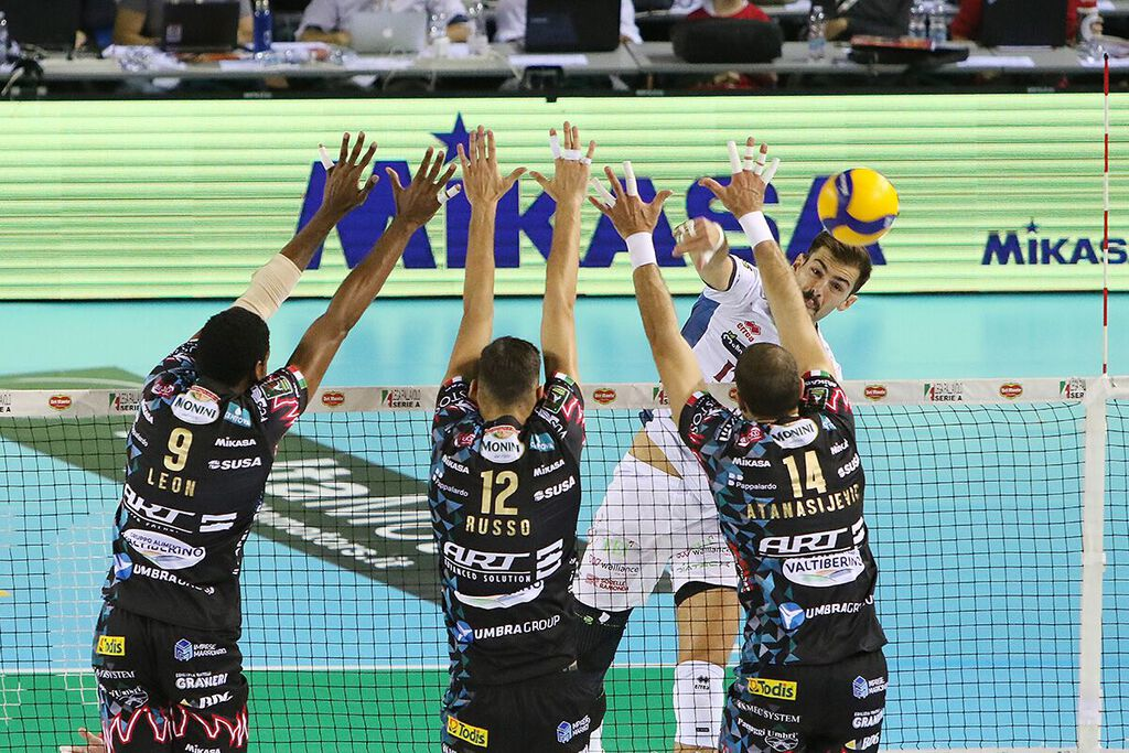 SIR SAFETY CONAD PERUGIA AND MIKASA BEGIN UNDER THE SIGN OF SUCCESS THE BLOCK DEVILS WON THE 2019 ITALIAN SUPERCUP